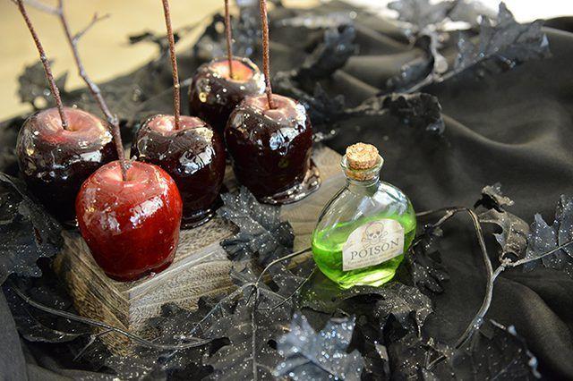 manzanas de caramelo son un clásico de Halloween imprescindible para cualquiera de las partes.