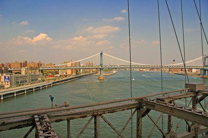 Puente de Brooklyn en Nueva York es un puente colgante.