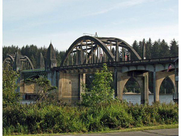 puentes cantilever se pueden usar en combinación con otros tipos de puentes.
