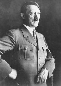 gerentes autocráticos se comparan a menudo a líderes políticos-autócratas como Adolf Hitler.