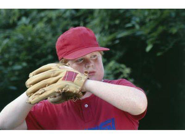 El dolor de codo puede ser especialmente frecuente entre los jóvenes jugadores, en desarrollo que utilizan la forma incorrecta.