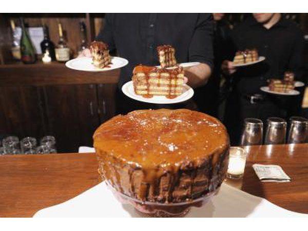 Torta se sirve en el evento