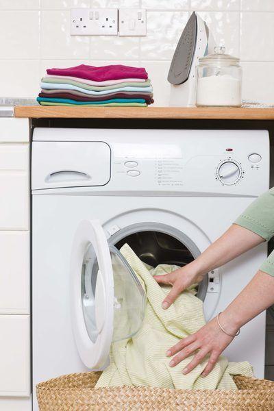 Se puede usar una secadora de ropa situada en el calor bajo aire seco o.