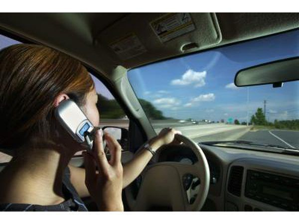 Los conductores distraídos causan accidentes.