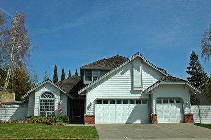 tejas grises son una opción de color tradicional para un tejado.