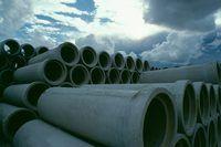 tubos de hormigón espera para la instalación.