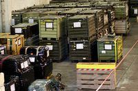 Surtido de carga militar en cajas