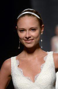 joyería nupcial debe complementar la novia`s gown.