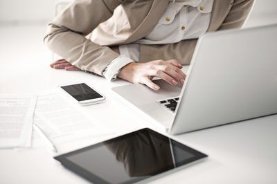las pruebas de los empleados ayuda a los empleadores a encontrar el mejor empleado para un puesto.