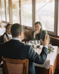 Mantener una actitud profesional durante el almuerzo con el jefe.