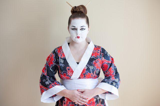¿Cómo puedo hacer un disfraz de Halloween Geisha?
