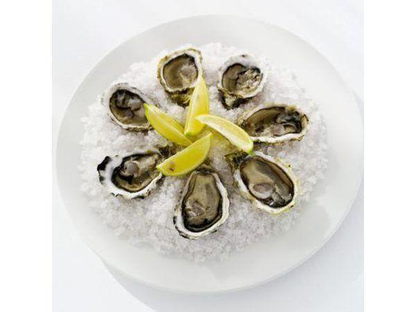 Las ostras sin concha en el hielo