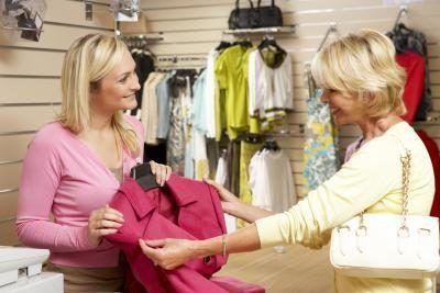Dónde y el tipo de tienda que trabaja en también puede afectar a su cheque de pago