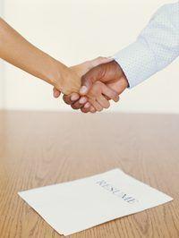 Teniendo la hoja de vida y la actitud correcta puede obtener su solicitud de empleo notado.