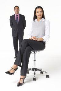 Ajuste la silla para adaptarse a su espacio de trabajo.
