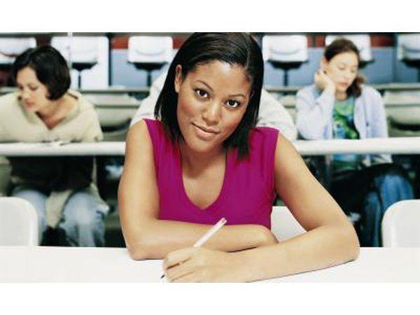 Para obtener la licencia en la mayoría de los estados, usted está obligado a tener 1.500 horas en cursos de cosmetología aprobados.