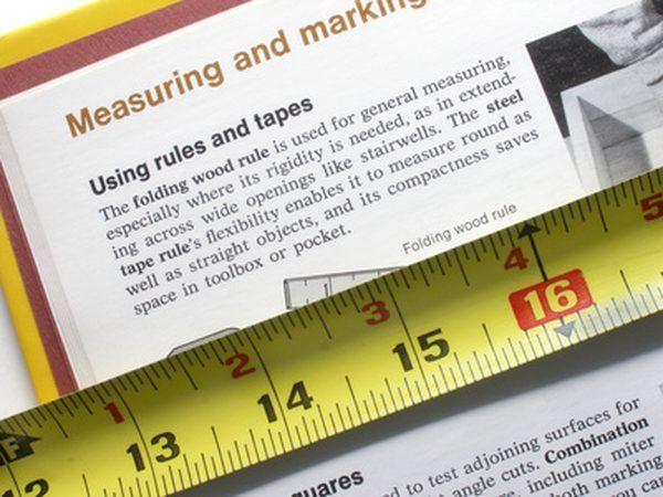 Medir la longitud y la anchura de la habitación.