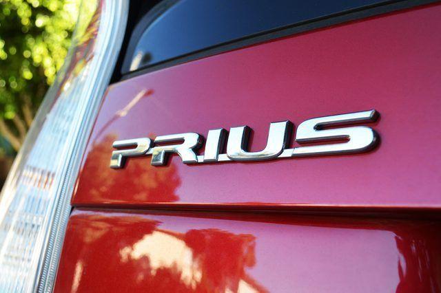 Cómo cargar una batería de Prius