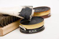 El uso de betún para zapatos pasada de moda es la mejor manera de cuidar los zapatos de cuero de Hugo Boss.