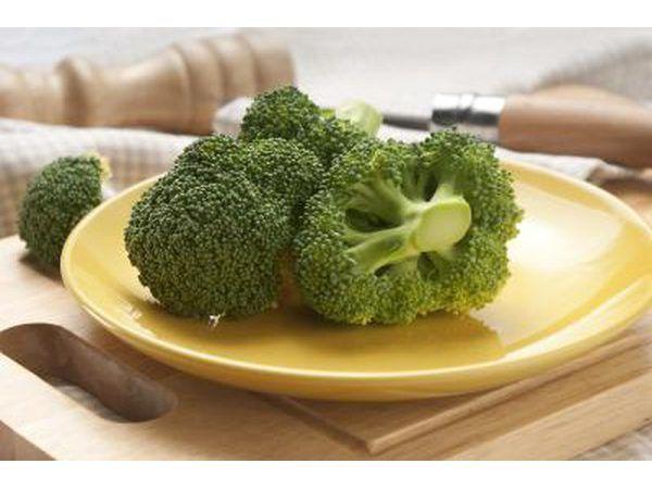 comer vegetales crudos como el brócoli para estimular el sistema inmunológico