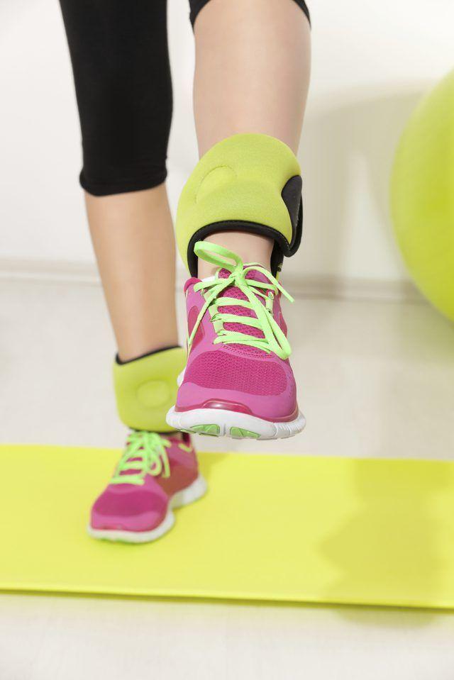 Añadir pesas en los tobillos