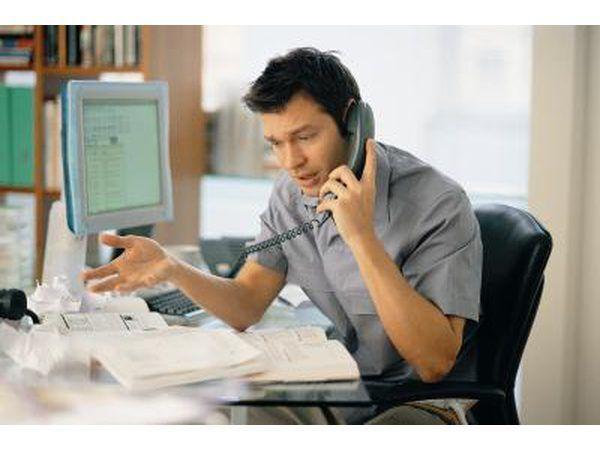 Llamar a la oficina y resumen de sus preocupaciones acerca de las propiedad- pedir que un inspector de construcción salir a inspeccionar la propiedad.