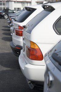 Los sueldos varían ampliamente de Nueva York`s car sales staff.