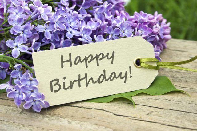 Cómo recibir una fiesta de cumpleaños púrpura-temático