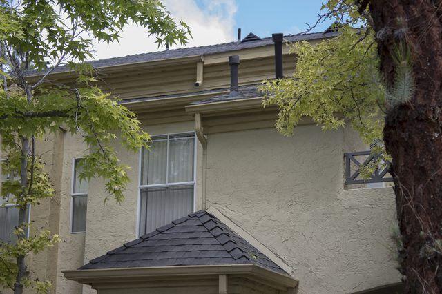 Cómo instalar techos de cartón alquitranado