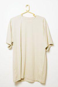 Muchas camisas son demasiado anchos para marcos petite.