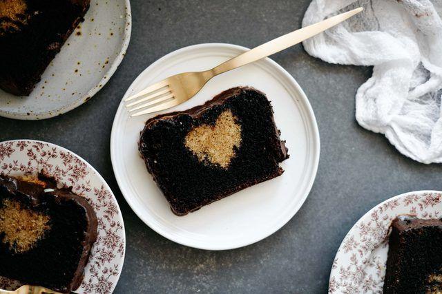 Cómo hacer un pastel de corazón Oculto