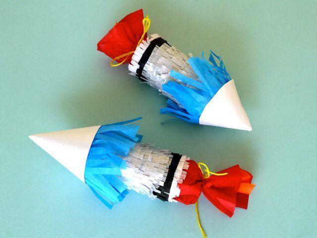 Mini piñatas nave del cohete.