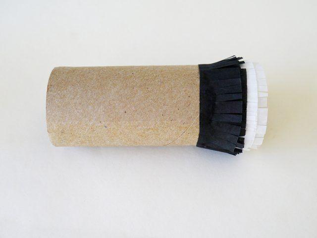 Añadir la tira negro al rodillo de 1/4 pulgadas desde el blanco.