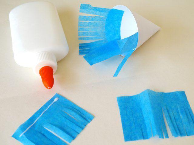Coloque la franja azul en el interior del cono.
