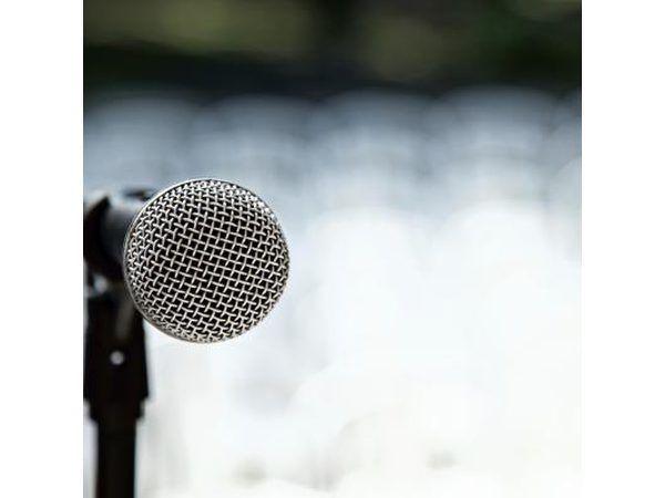 Dar un discurso.