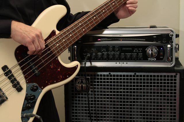 Cómo configurar un amplificador para un Jazz Bass