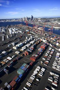 El negocio de transporte de contenedores es un negocio intensivo en capital que requiere un amplio conocimiento de la industria naviera.