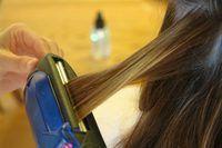 Evitar alisar el cabello con frecuencia ya que podría dañar el cabello.