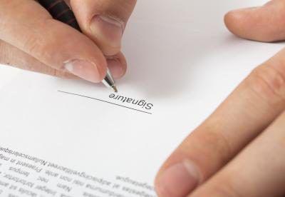 Una escritura de renuncia California es por lo general no más de dos páginas.