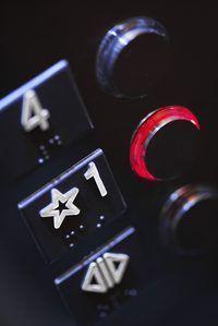 llaves del ascensor de emergencia tienen prioridad sobre el funcionamiento normal.