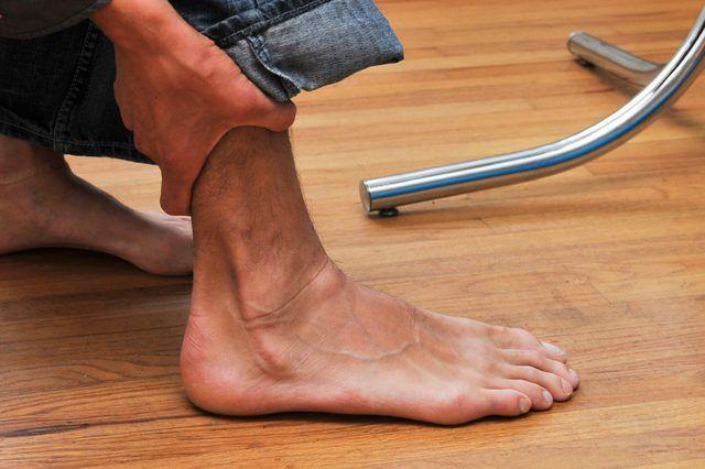 Cómo caminar sobre un esguince de tobillo