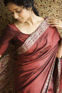 Cómo usar un Sari diseñador