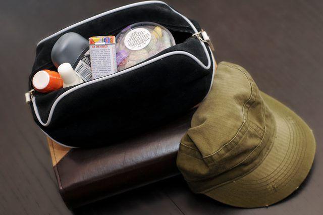 Los hombres de bajo costo`s Going Away Gifts