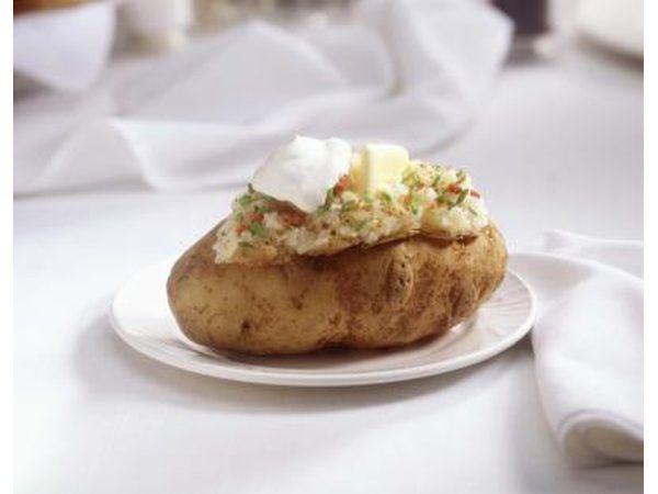 Tener una barra de patata, ya sea con papas al horno o en puré y todas las coberturas.