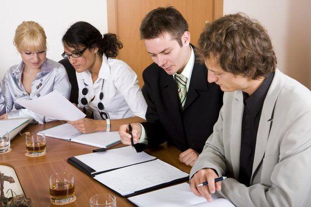 Las grandes empresas suelen tener más de un gerente de operaciones.