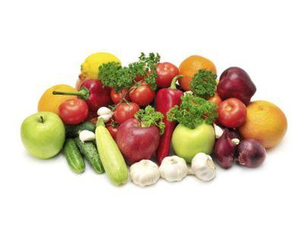 Use frutas y verduras enteras en un exprimidor de presión en frío.