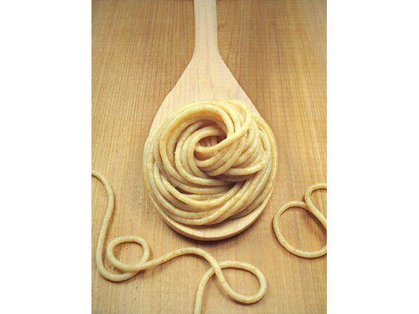 Pasta de trigo integral sirve frío crea almidón resistente.