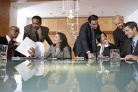 reunión de negocios que tiene lugar en la oficina.