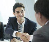 Utilizando la información de medios sociales puede influir de manera inapropiada una decisión de contratación.