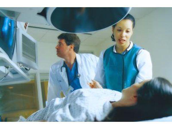 Técnicos de MRI con el paciente